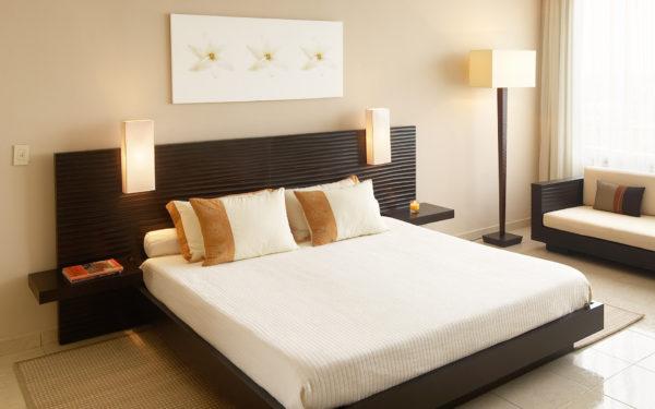 красивая большая кровать в спальню
