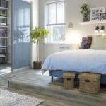 красивая кровать в интерьере спальни
