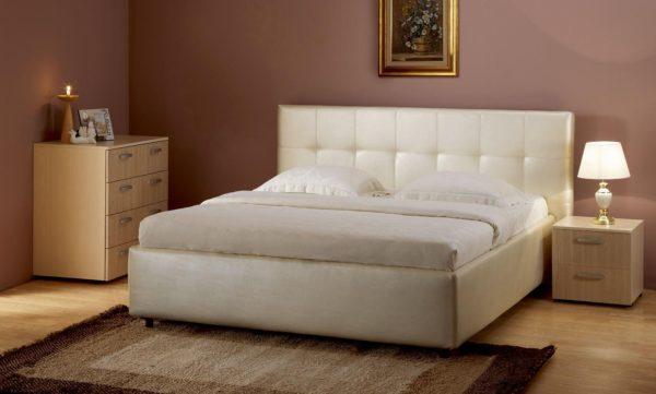 кровать в дизайне светлой спальни