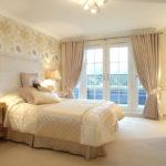 красивый дизайн штор в спальне