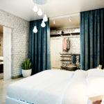 шторы- как перегородки в спальне