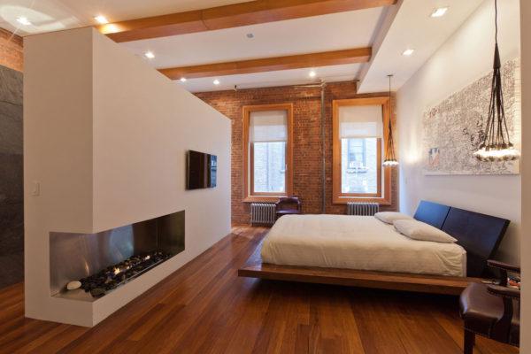 спальня в стиле лофт с камином