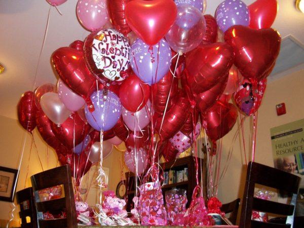 Как украсить квартиру ко дню Святого Валентина воздушными шарами