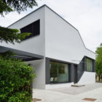 необычный загородный дом