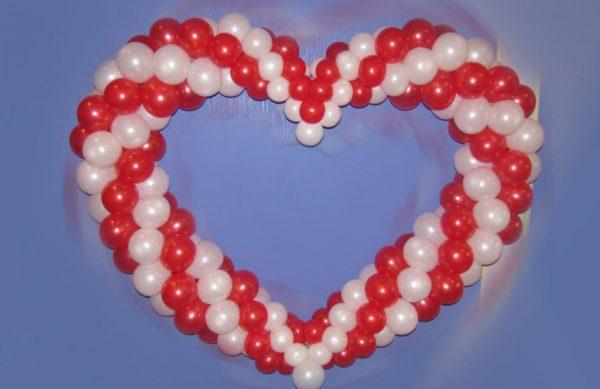 объемное сердце из воздушных шаров