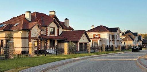 Основные особенности домов в коттеджном поселке