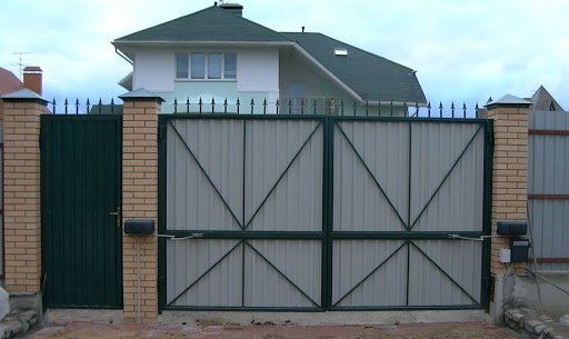 Распашные ворота для частного участка