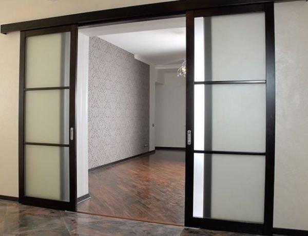 Нюансы выбора и монтажа раздвижных дверей из стекла
