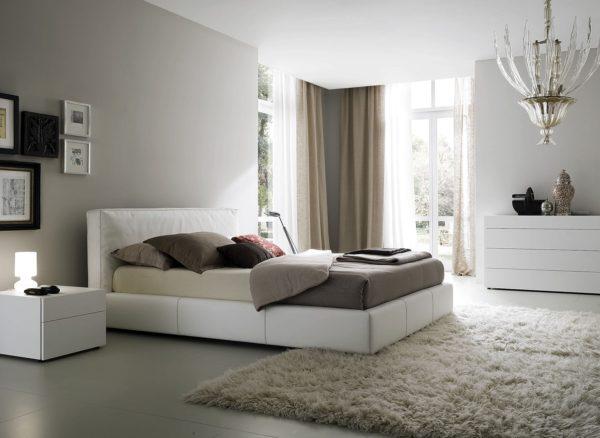 декорирование спальни за счет штор