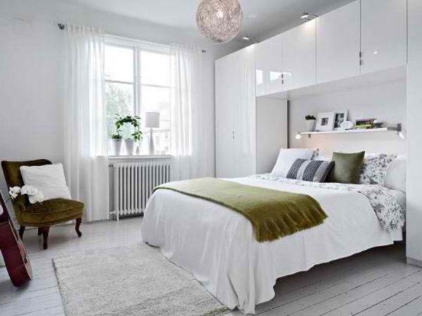 фото классической белой спальни