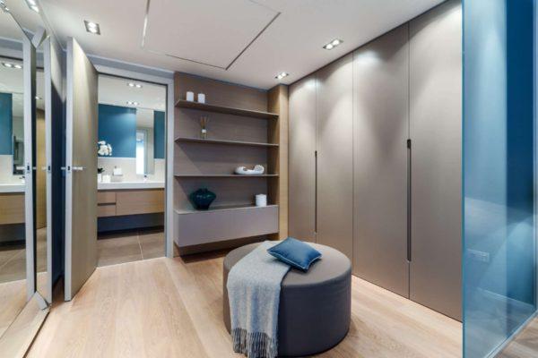 гардероб в комнате как отдельная комната