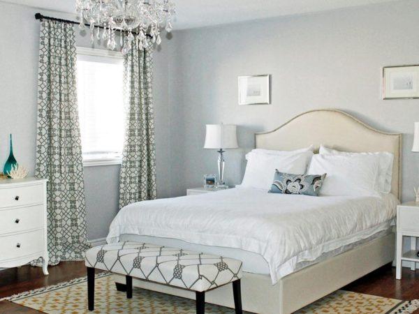 белоснежная небольшая спальня
