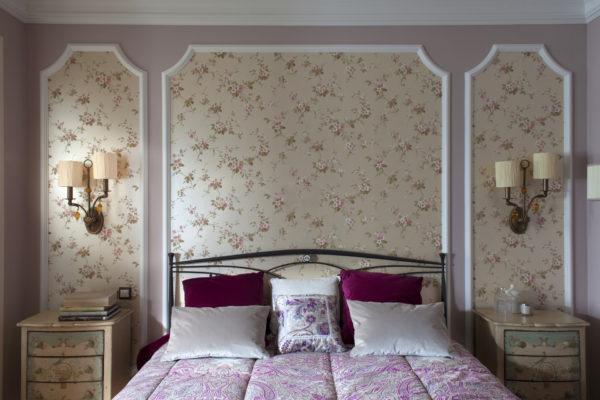 интересные решения для обоев в спальню