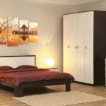 двухцветный комод в спальне