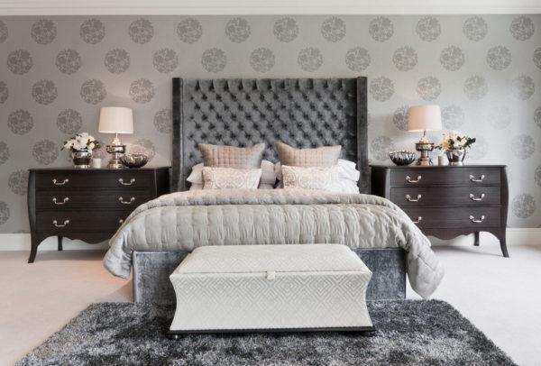 красивый дизайн прикроватной тумбочки в спальне