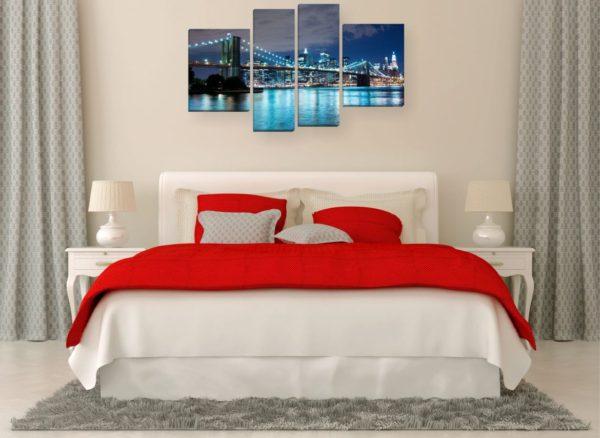 картины в светлой спальне