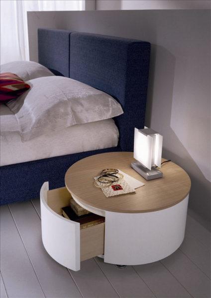 фото оформления прикроватной тумбы в спальне