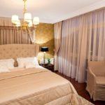шторы в дизайне светлой спальни