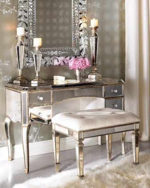 красивый туалетный столик в интерьере спальни