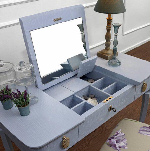 фото туалетного столика в дизайне светлой спальни