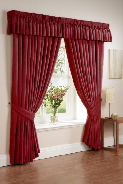 красные шторы для дома