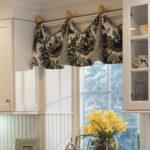 небольшие шторы в кухню