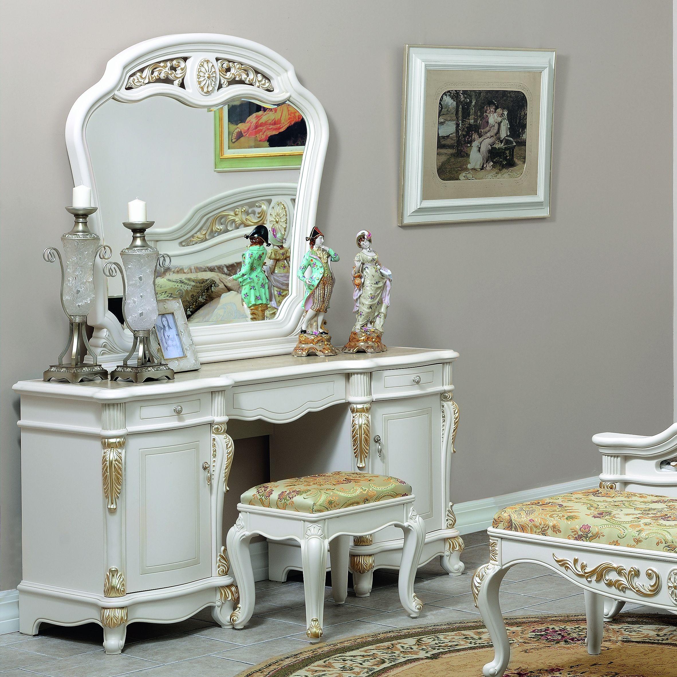 оригинальный туалетный столик с зеркалом в спальне