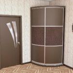 небольшой шкаф-купе с раздвижными дверями