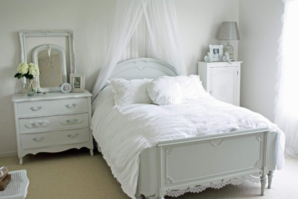 роскошный интерьер спальни в стиле прованс
