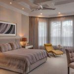 современный дизайн штор в спальне