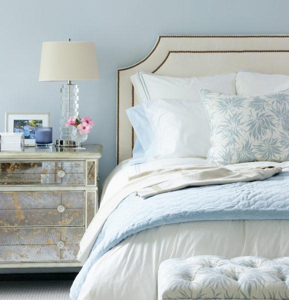 прикроватная тумба в интерьере спальни