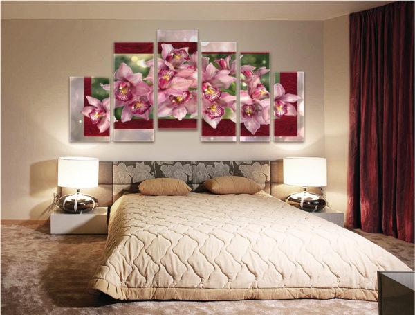 светлые картины в интерьере спальне