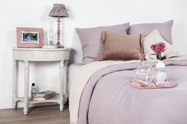фото красивого дизайна прикроватной тумбы в спальне