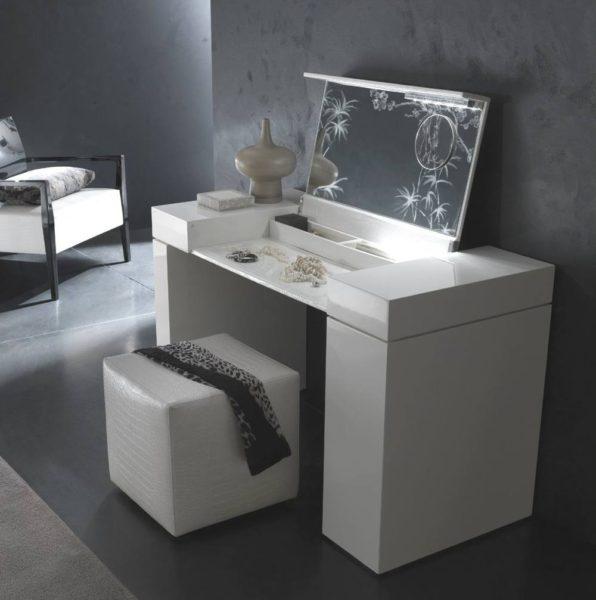 оригинальный туалетный столик в интерьере спальни