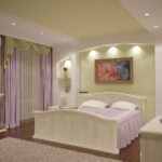 ремонт светлой спальни с большим свободным местом