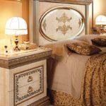 красивая прикроватная тумба в спальню