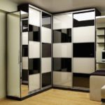 шкаф-купе в черно-белом дизайне