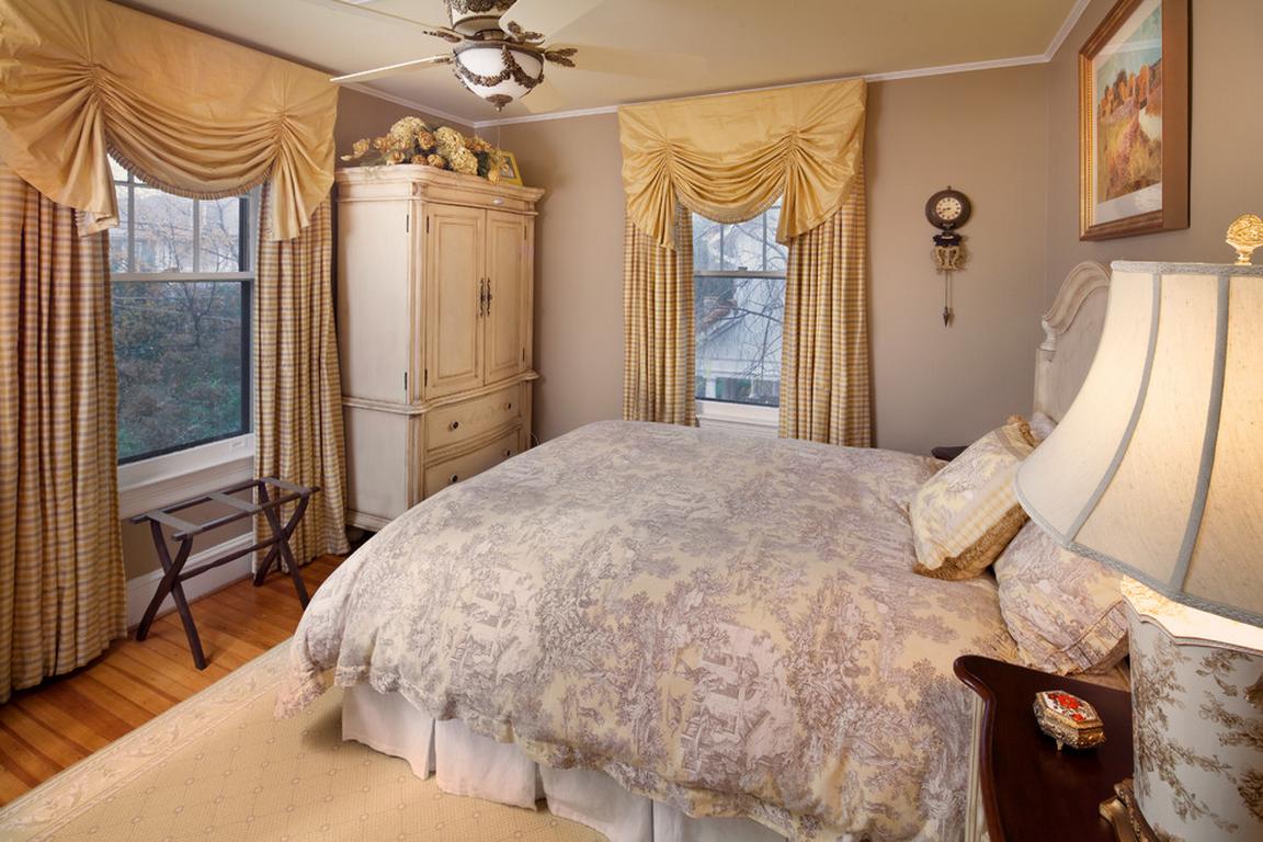 Современные шторы в спальню - модные и яркие модели 2017