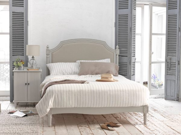 необычный интерьер спальни в стиле прованс