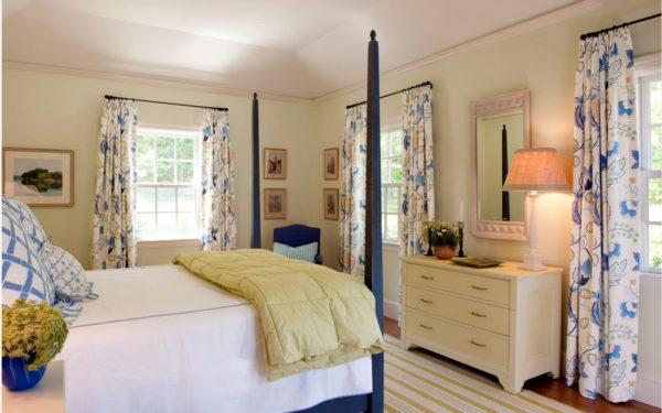 классическое оформление штор в спальне