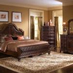 современная светлая классическая спальня