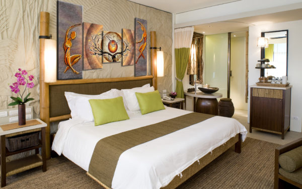 картины в дизайне светлой спальни