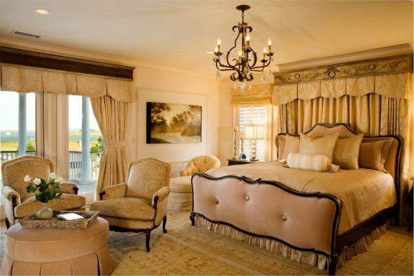 фото светлой спальни в классическом стиле