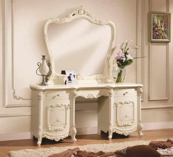 красивый туалетный столик в спальне