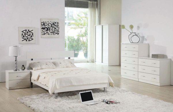 творческая спальня в белом цвете