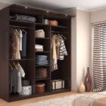 удобный шкаф-купе в спальне
