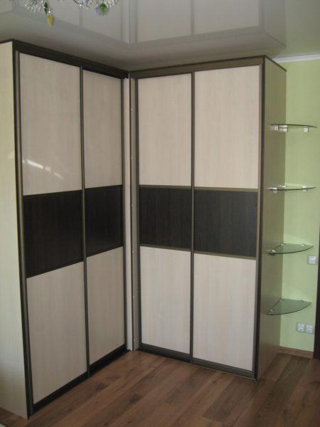 угловой шкаф-купе с раздвижными створками