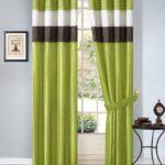 зеленые шторы с орнаментом