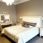 светлое покрывало на кровать для интерьера спальни