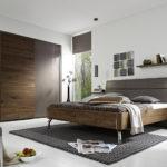 светлая модная спальня